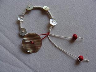 Βραχιόλι με κορδόνια και κουμπιά 8