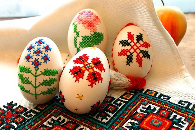 Κεντημένα πασχαλινά αυγά 1
