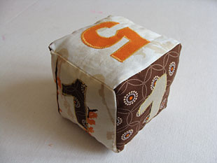 Μαλακό παιχνίδι - κύβος 10