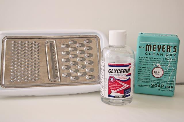 Πως να φτιάξεις υγρό σαπούνι 1