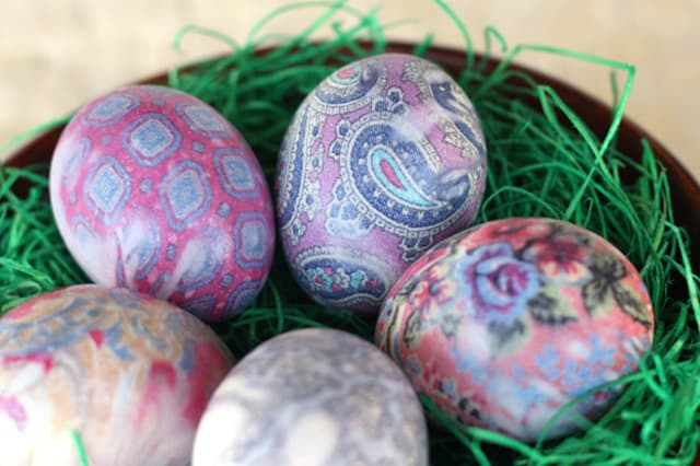Βάψε αυγά με μεταξωτές γραβάτες 3