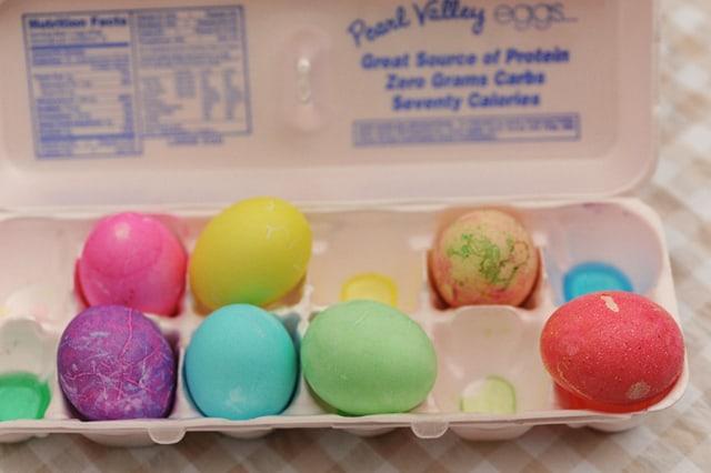 Ασφαλές βάψιμο αυγών με παιδιά 1