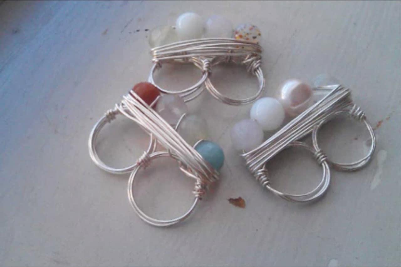 Διπλό δαχτυλίδι με σύρμα και χάντρες 1