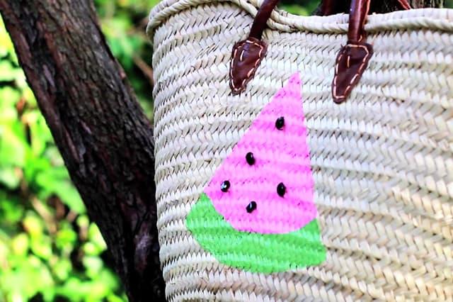 Ψάθινη τσάντα με ακρυλικά χρώματα 1