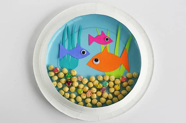 Παιδικό ενυδρείο από πλαστικά πιάτα 1
