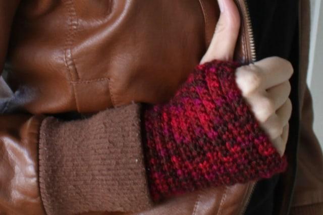 Πώς να πλέξεις μανσέτες ή γάντια χωρίς δάχτυλα 2
