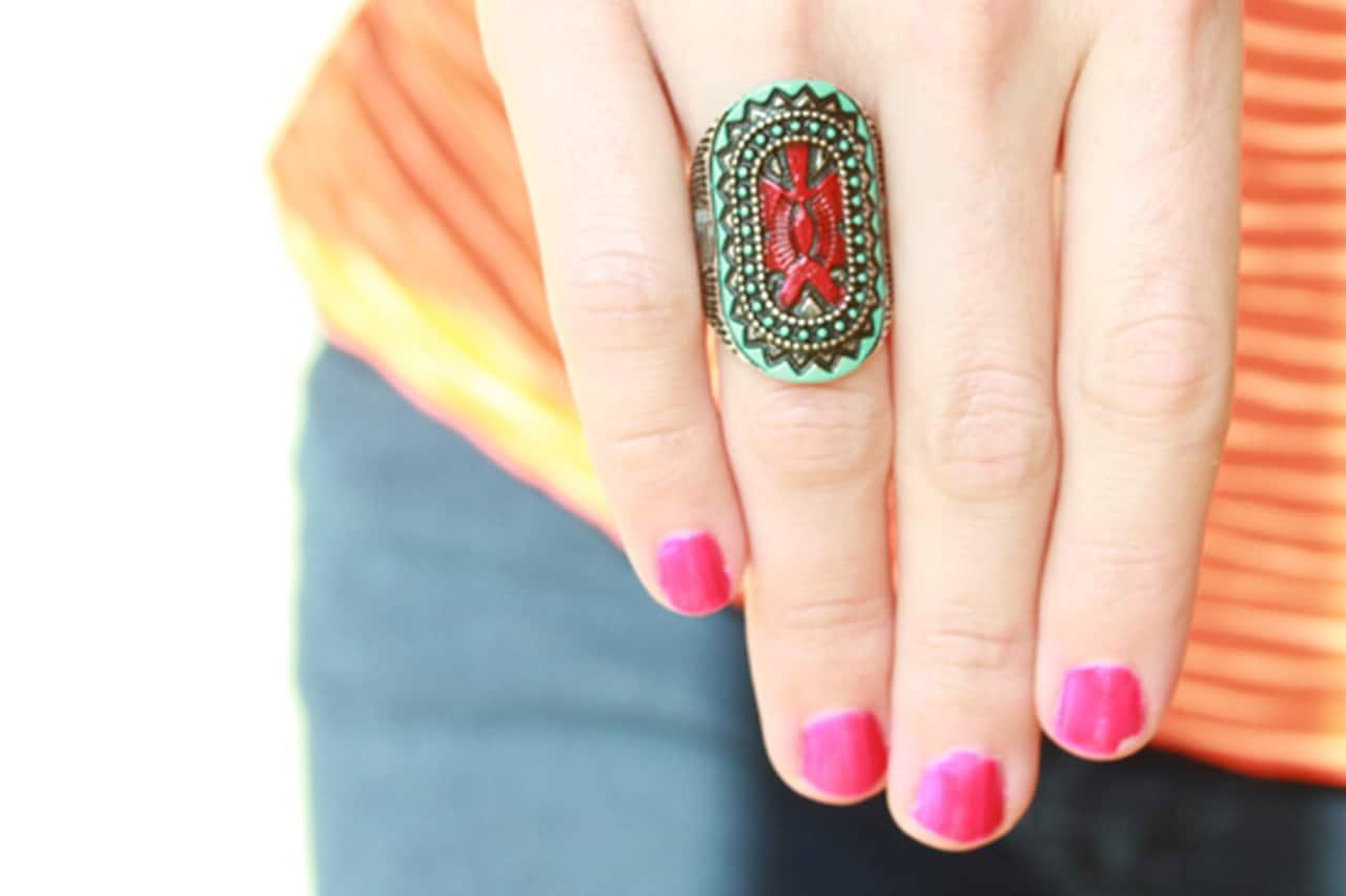 Χρωματιστό δαχτυλίδι με βερνίκια νυχιών 1
