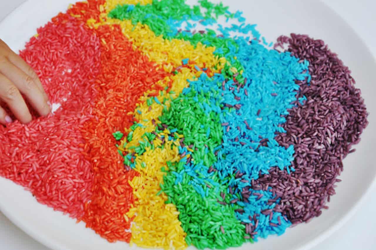 Παίξε με χρωματιστό ρύζι 4