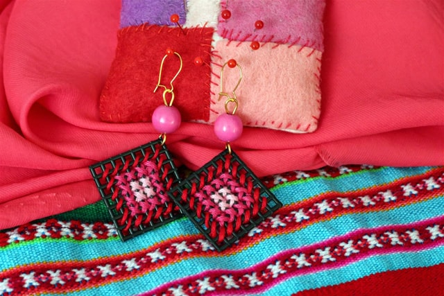 embroidery_earrings_main