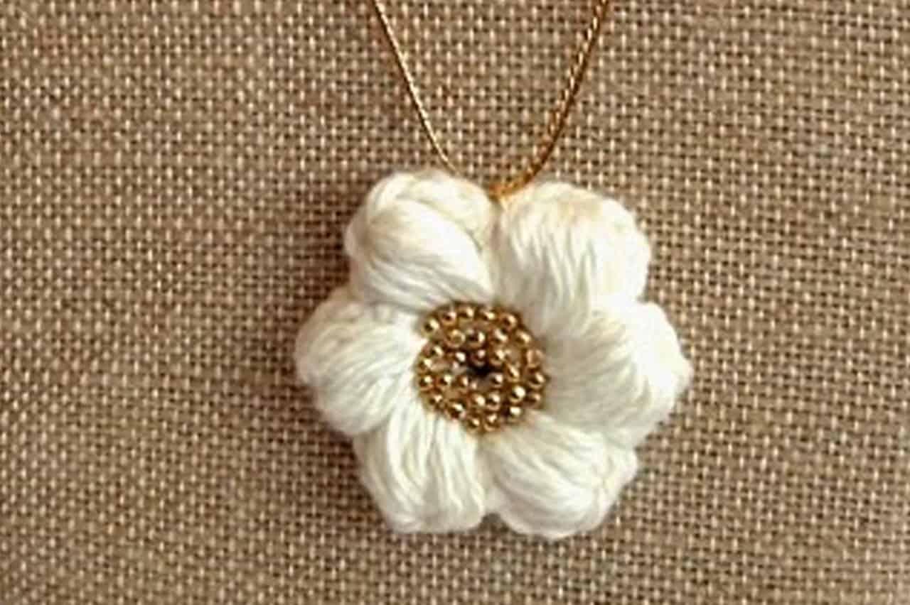 Πλεκτό λουλούδι με βελονάκι 1