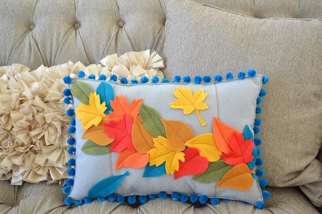 Μαξιλάρι με ανάγλυφα φύλλα από φελτ 3