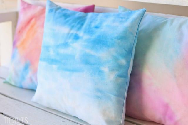 Εφέ νερομπογιάς σε ύφασμα για μαξιλάρια 1