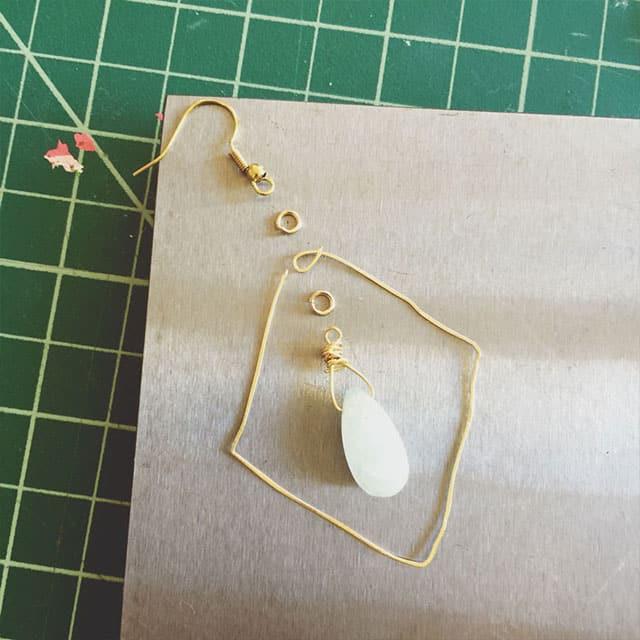 gold-earrings-3