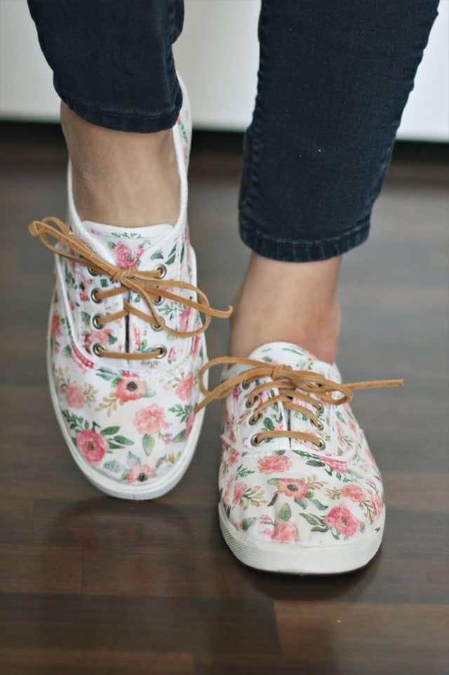 σιδερότυπο σε παπούτσια
