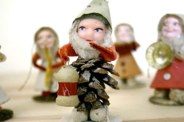 Γιορτινές φιγούρες από κουκουνάρια 1