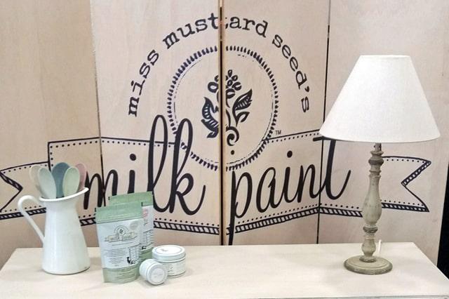 Τεχνική παλαίωσης επίπλου με τα χρώματα Miss Mustard Seed's Milk Paint