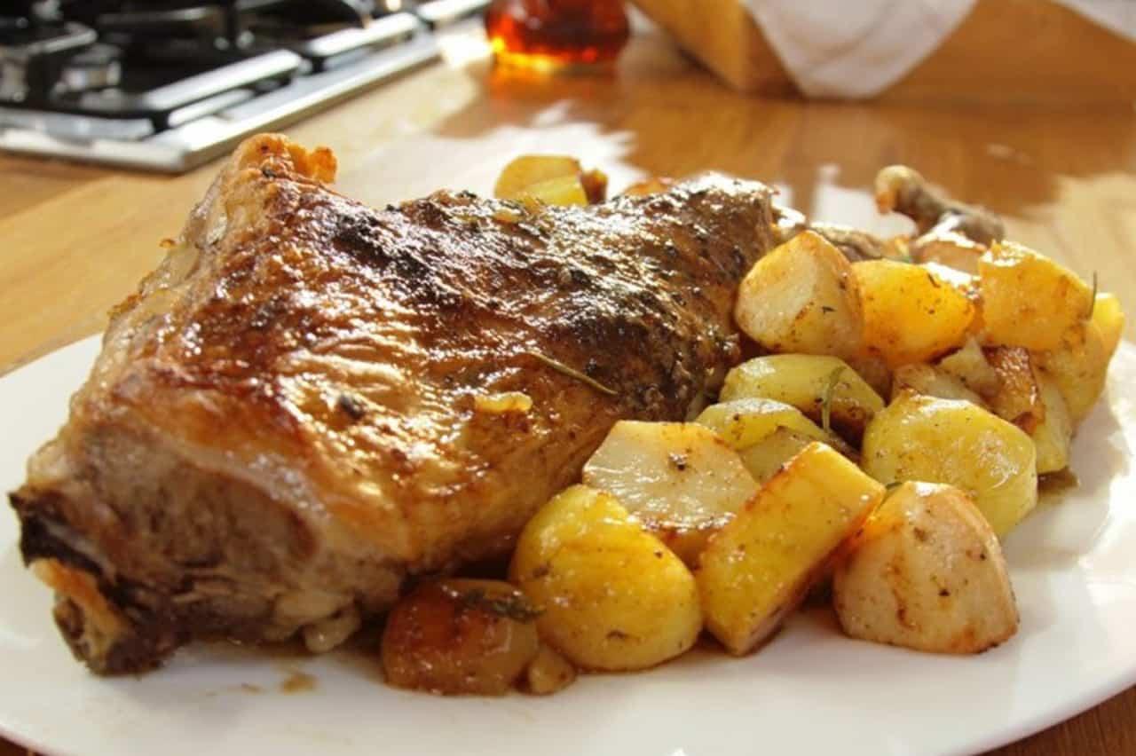 Αρνί στον φούρνο με πατάτες 5